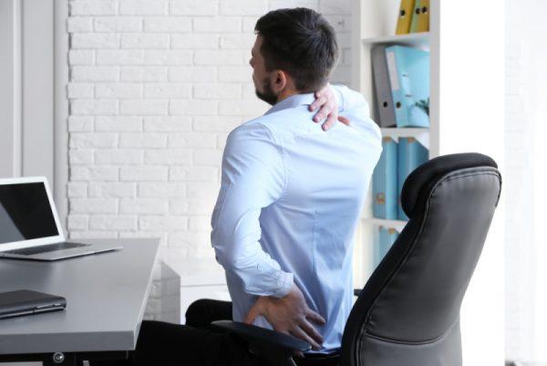 Evita posturas incómodas en el trabajo