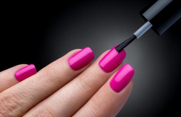Cómo quitar el esmalte de uñas semipermanentes sin arruinar las uñas